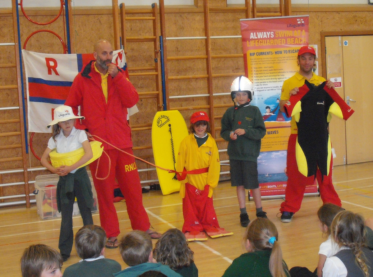 RNLI lifeguards visit Landewednack School