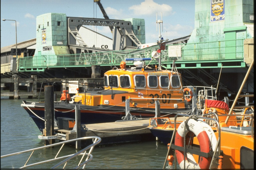 Poole station.  ON 1089.  Brede class.  33-07.  'Inner Wheel'. Lifeboat moored in Poole Harbour with bridge in background.